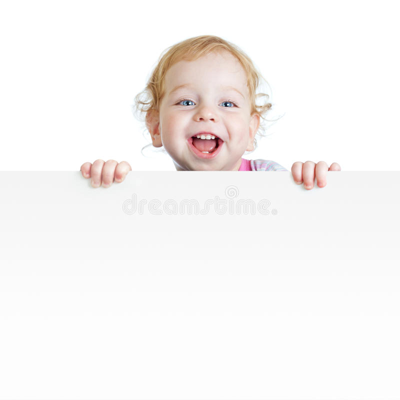 Bebé que muestra el cartel en blanco con el espacio de la copia imagen de archivo libre de regalías