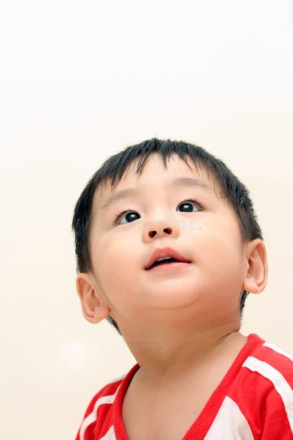 Bebé que olha acima imagens de stock