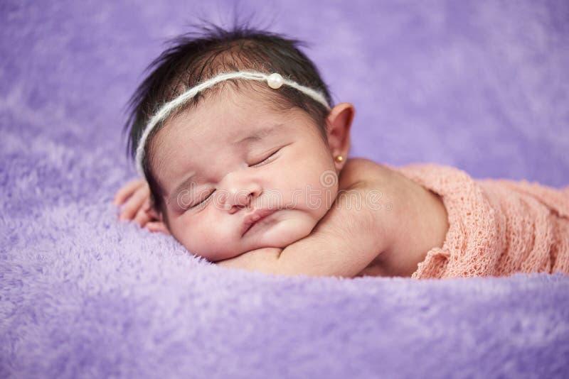 Bebé recién nacido asiático fotos de archivo