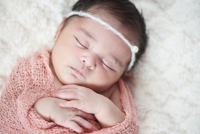 Bebé recién nacido de Latina imagenes de archivo
