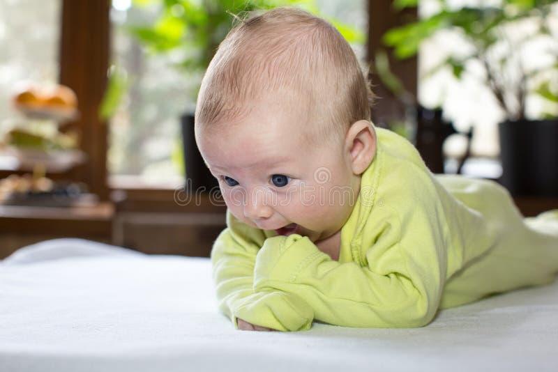Download Bebé recién nacido lindo foto de archivo. Imagen de sano - 42430908