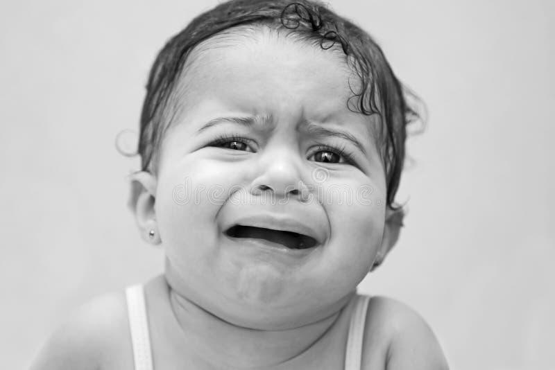 Bebé trastornado y apenado foto de archivo libre de regalías