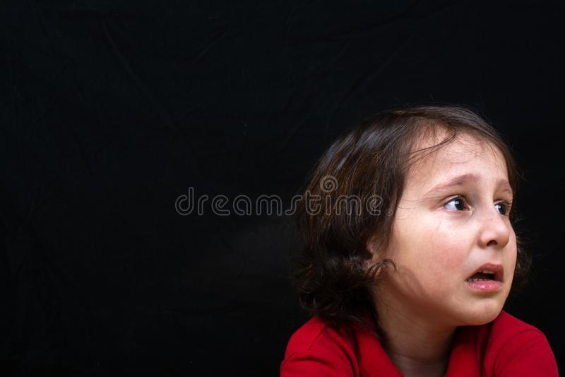 Bebé triste emocional con la cara gritadora fotografía de archivo libre de regalías