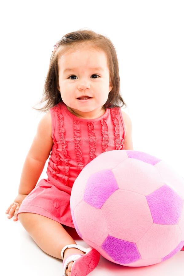 Bebé y bola imagenes de archivo