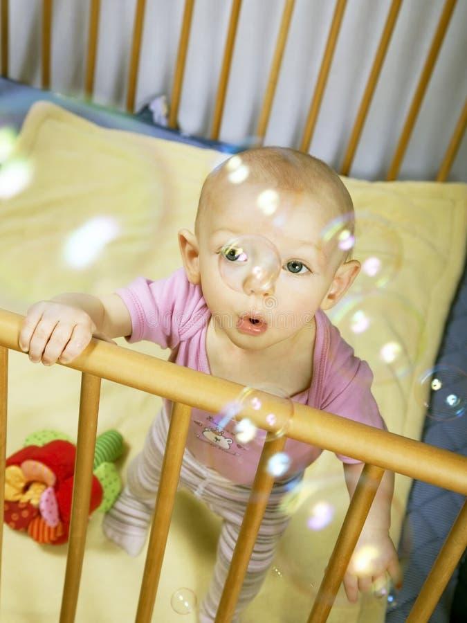 Bebé y burbujas 2 imagen de archivo