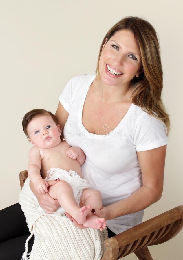 Bebé y madre recién nacidos foto de archivo