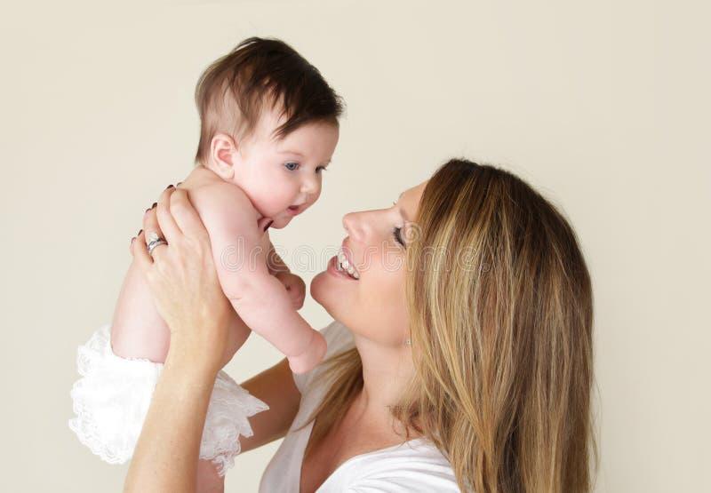 Bebé y madre recién nacidos fotografía de archivo libre de regalías