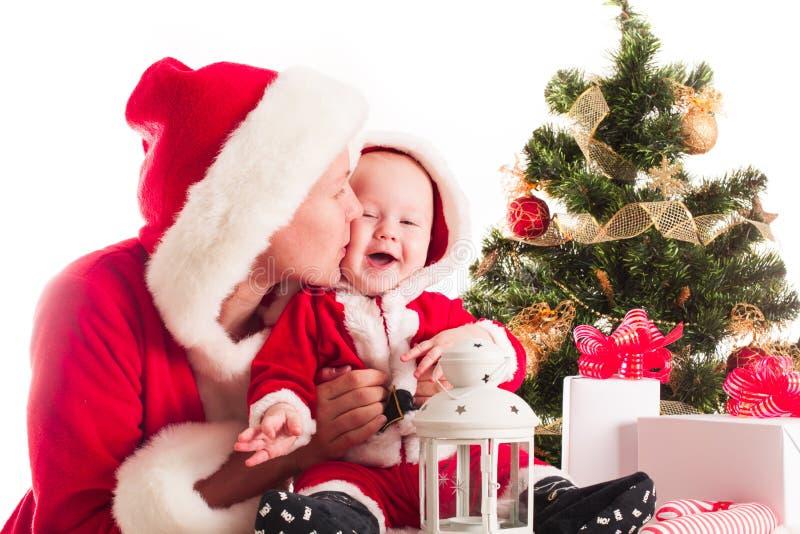 Bebé y mamá de la Navidad imagen de archivo libre de regalías