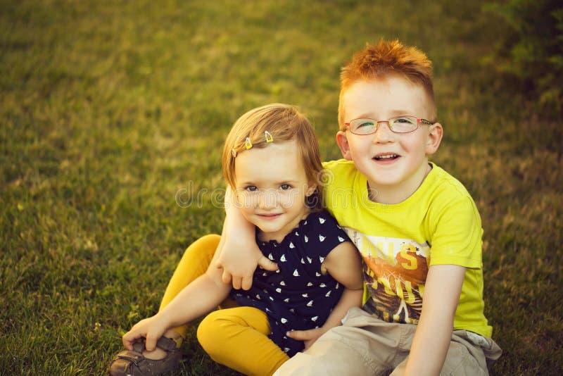 Bebé y muchacho imágenes de archivo libres de regalías