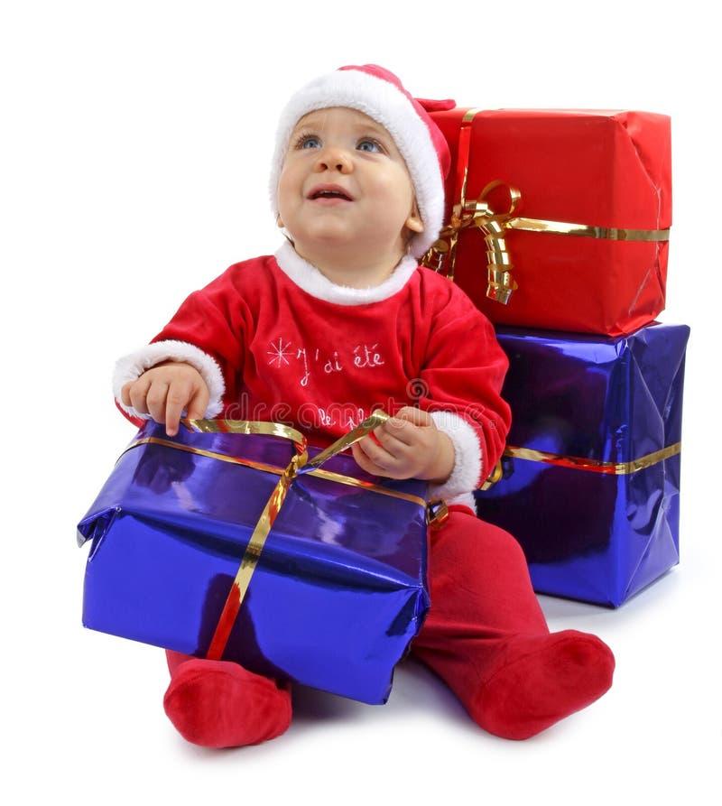 Bebé y regalos de la Navidad foto de archivo