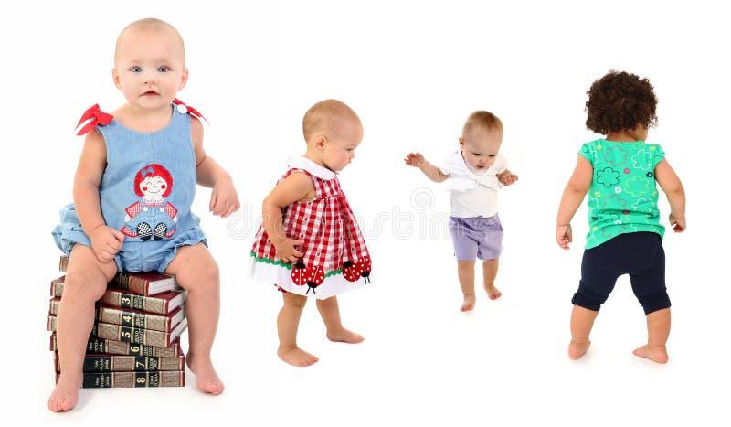 Bebés con los libros fotos de archivo