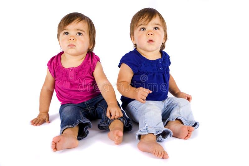 Bebés gemelos imagen de archivo