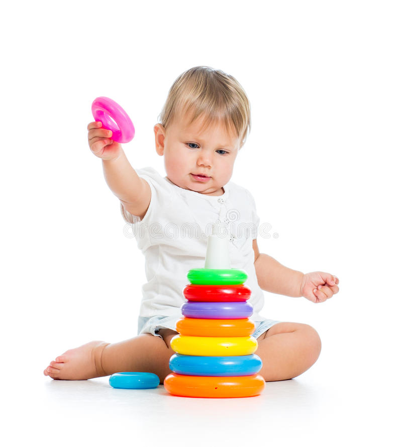 Bebê adorável que joga com brinquedo da cor imagem de stock royalty free