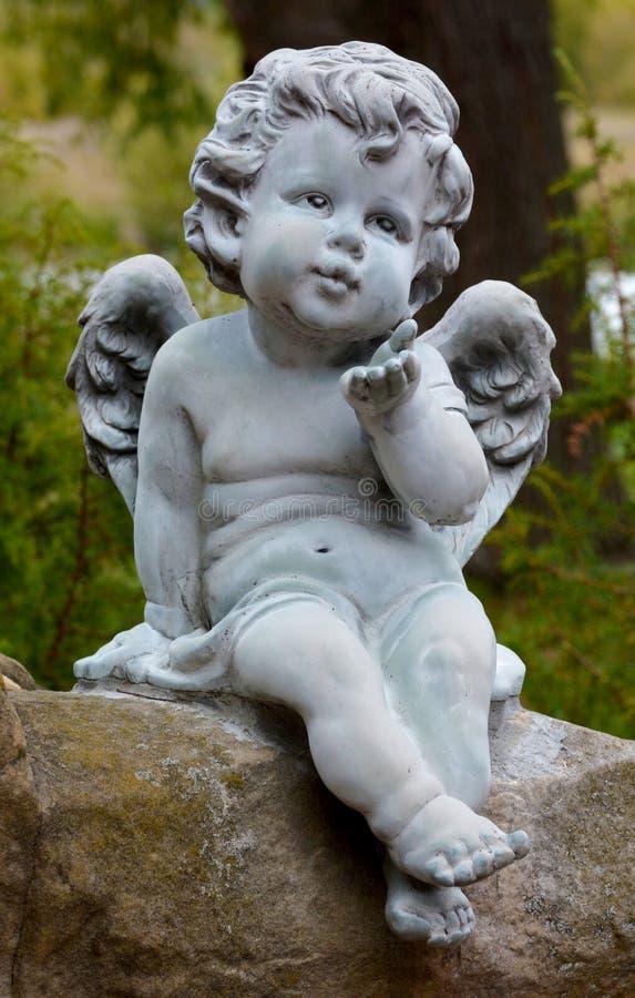 Bebê Angel Stone Carving na cidade de Suzdal imagem de stock royalty free