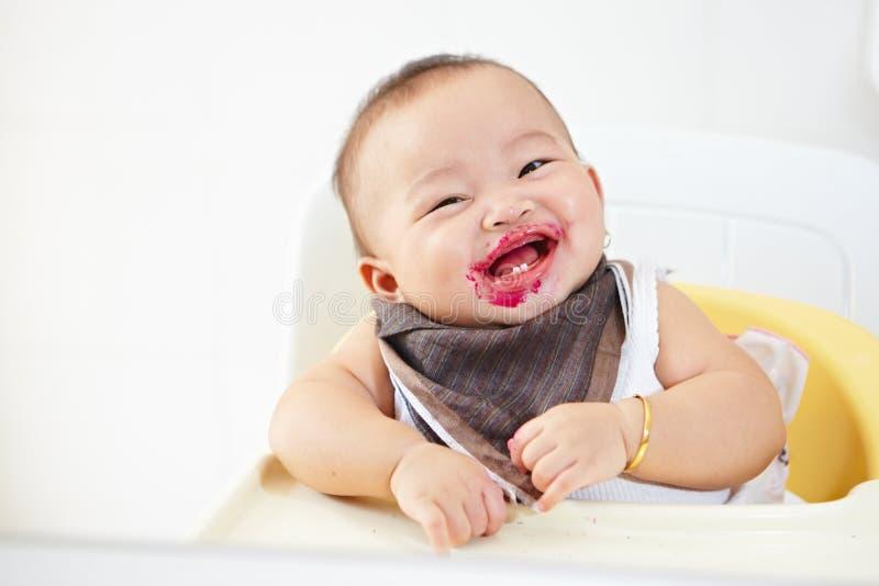 Bebê após alimentado fotografia de stock