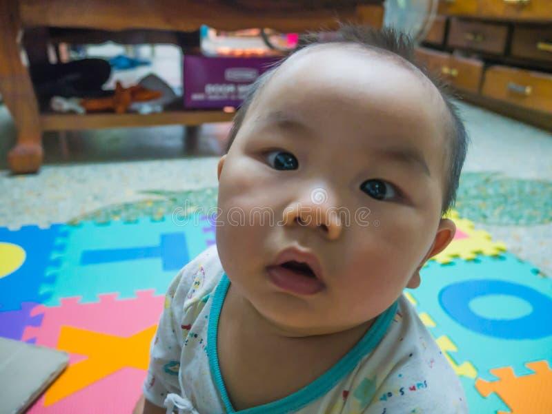 Bebê asiático considerável de Cutie imagem de stock