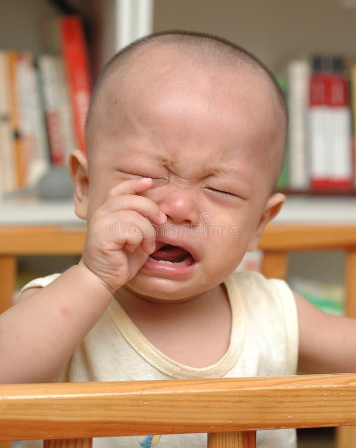 Bebê asiático de grito imagem de stock royalty free
