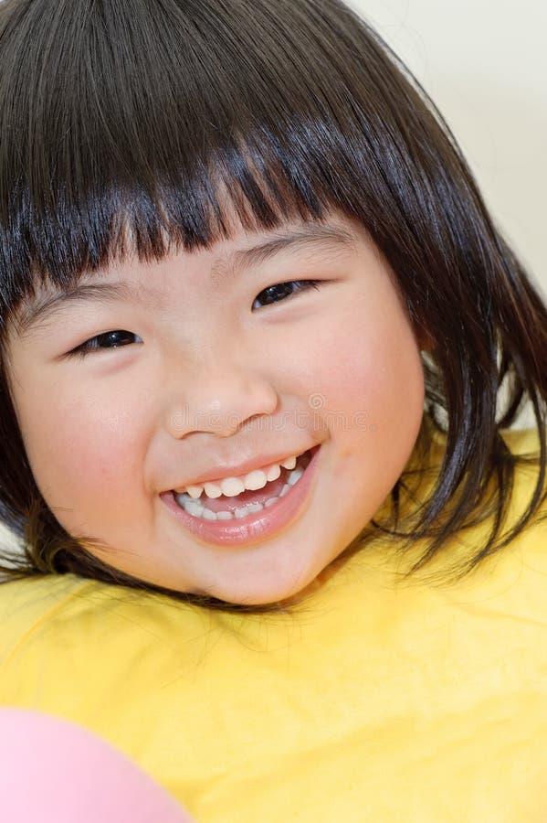 Bebê asiático de sorriso fotos de stock royalty free
