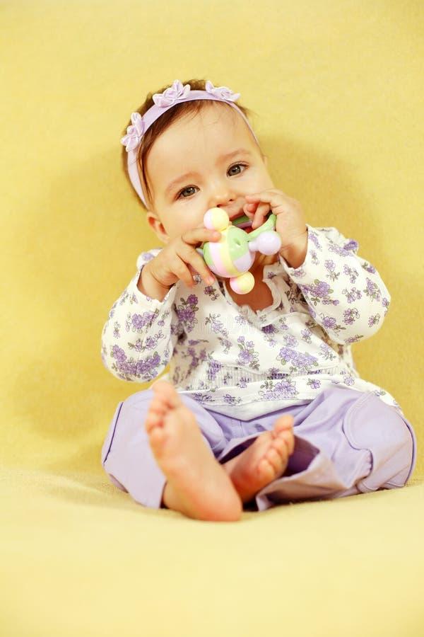 Bebê bonito com brinquedo fotos de stock