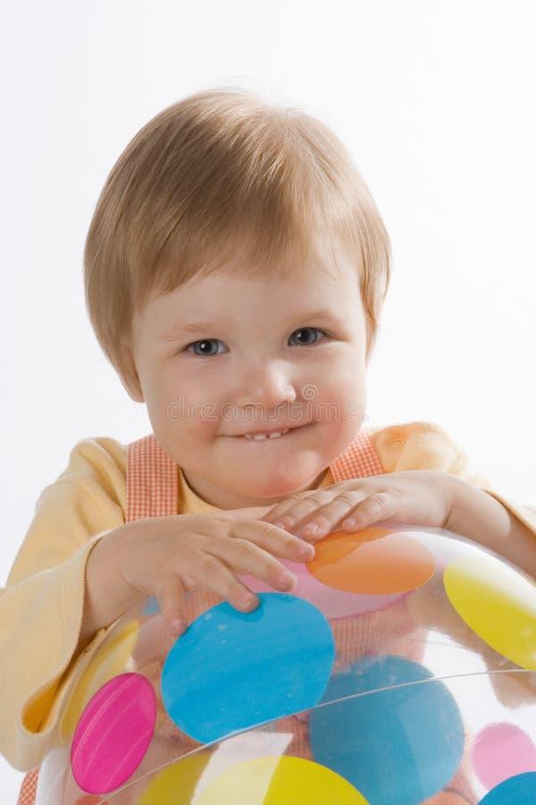 Bebê bonito com esfera imagens de stock royalty free