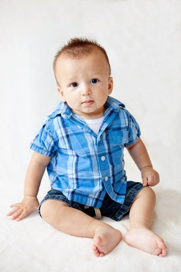 Bebê bonito que senta-se acima foto de stock royalty free