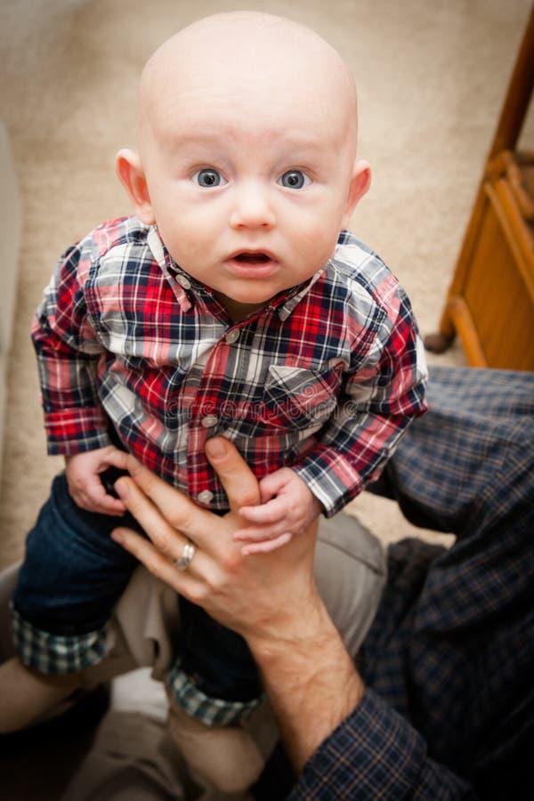 Bebê calvo adorável com olhos de Big Blue foto de stock royalty free