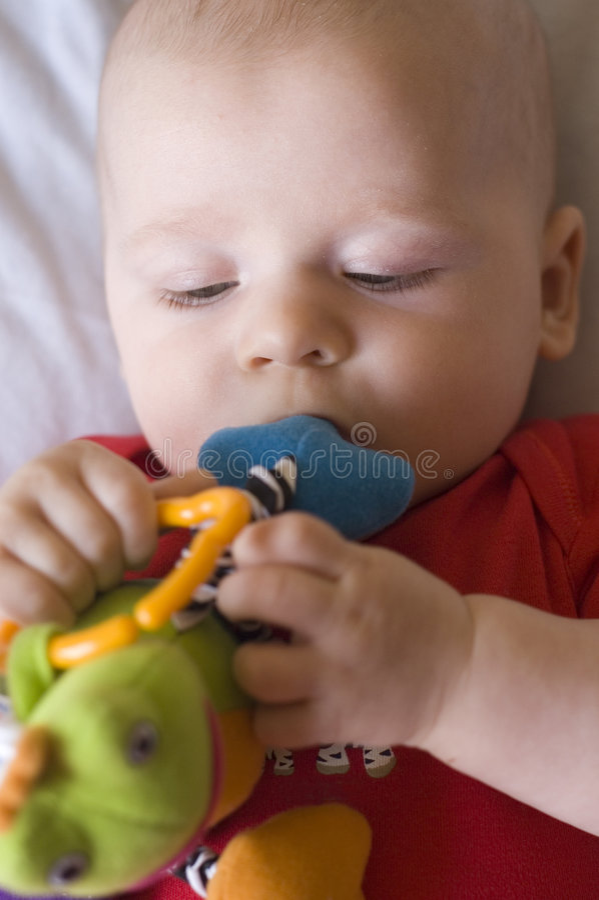 Bebê com brinquedo fotografia de stock royalty free