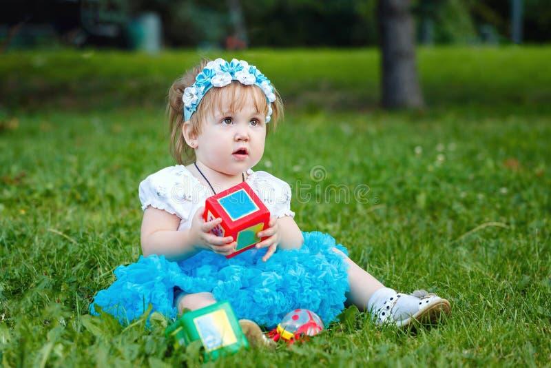 Bebê com brinquedos imagens de stock royalty free