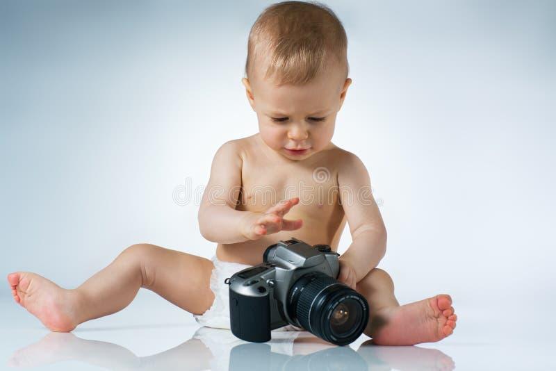 Bebê com câmera foto de stock