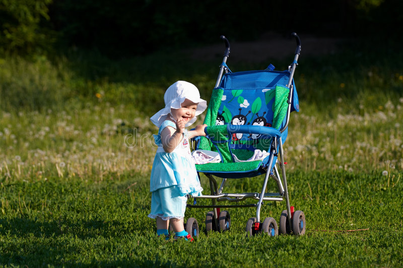Bebê com carro fotografia de stock royalty free