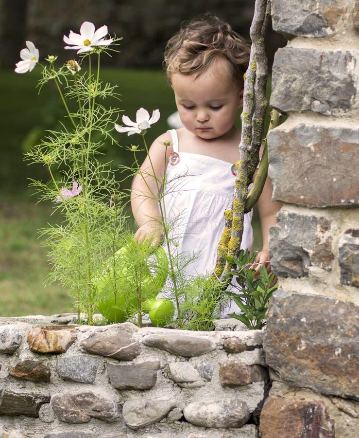 Bebê com chuveiro fotografia de stock
