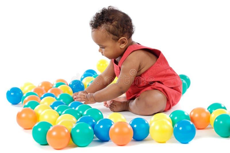 Bebê com esferas imagens de stock