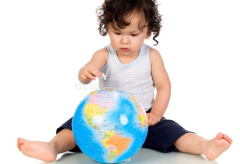 Bebê com globo. fotografia de stock royalty free