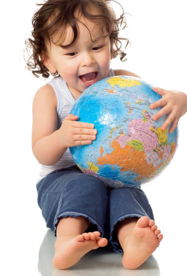 Bebê com globo. imagens de stock royalty free