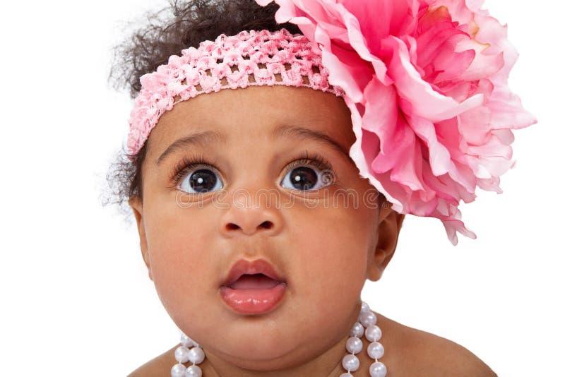 Bebê com o close up do Headband da flor imagens de stock royalty free