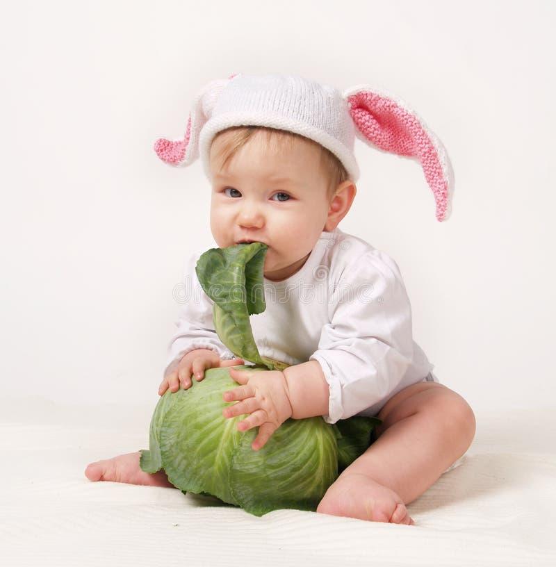 Bebê com repolho imagens de stock