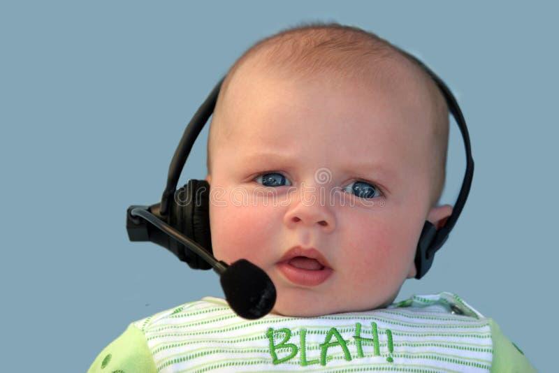 Bebê com uns auriculares imagens de stock