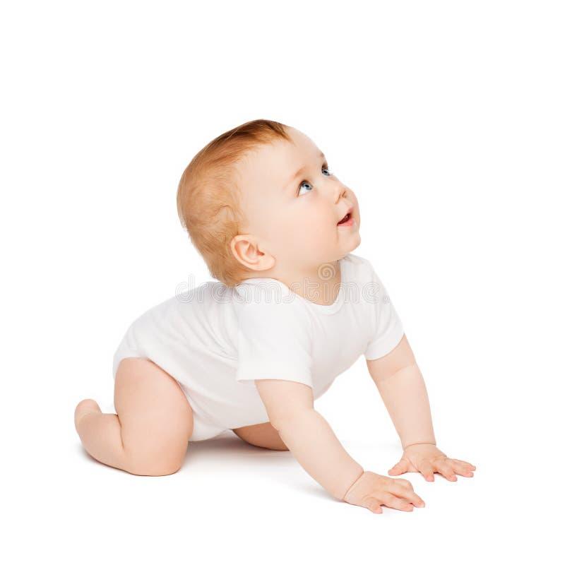 Bebê curioso de rastejamento que olha acima fotografia de stock