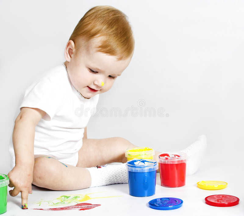 Bebê da beleza com pintura no branco fotografia de stock royalty free