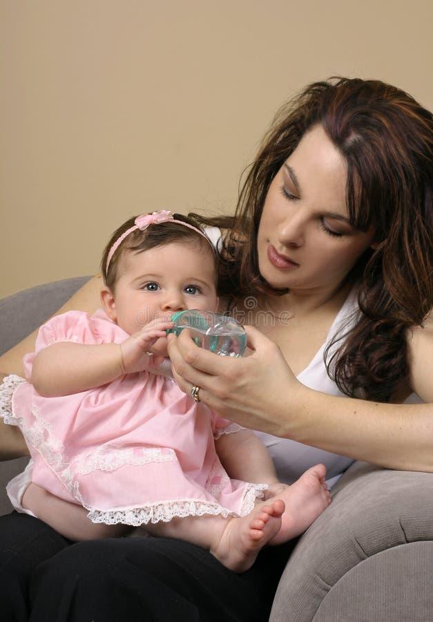 Download Bebê de alimentação foto de stock. Imagem de povos, bebês - 68906