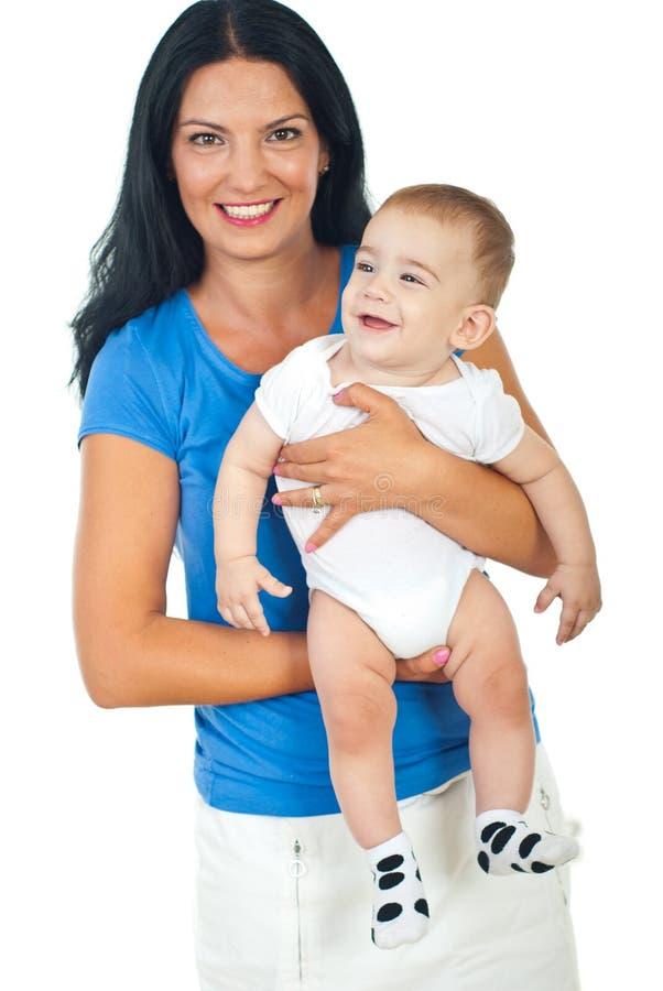 Bebê de riso da terra arrendada feliz da matriz fotografia de stock royalty free