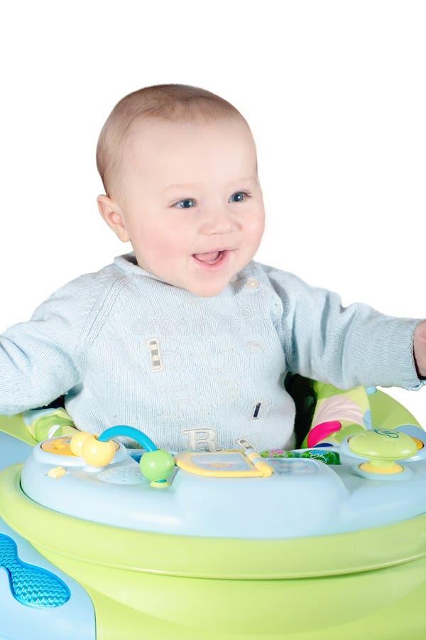 Bebê de riso no caminhante imagem de stock