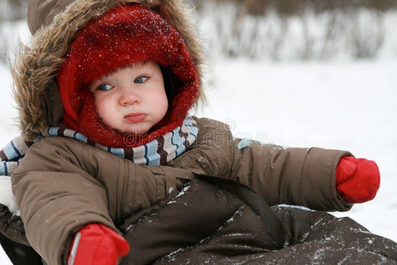Bebê do inverno no trenó imagens de stock