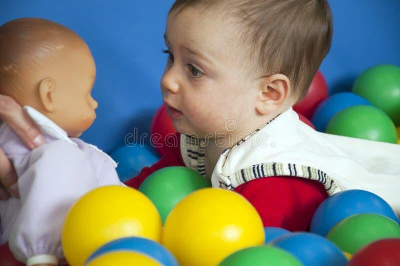 Bebê e boneca fotos de stock royalty free