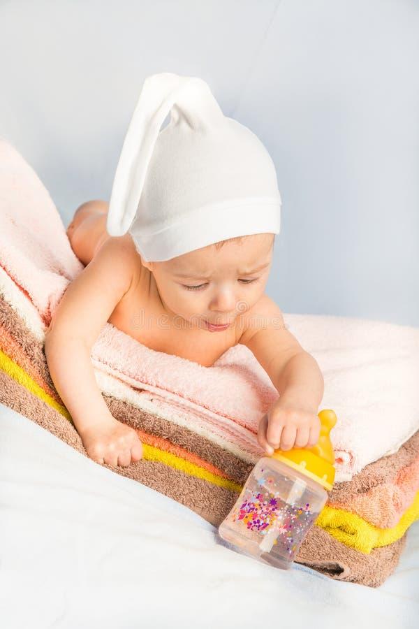 Bebê e frasco imagem de stock