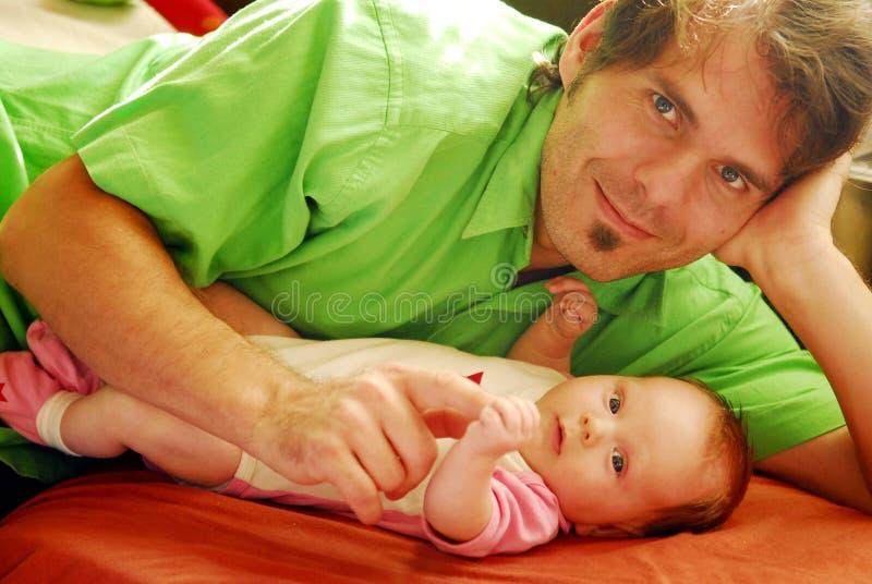Bebê e pai fotografia de stock