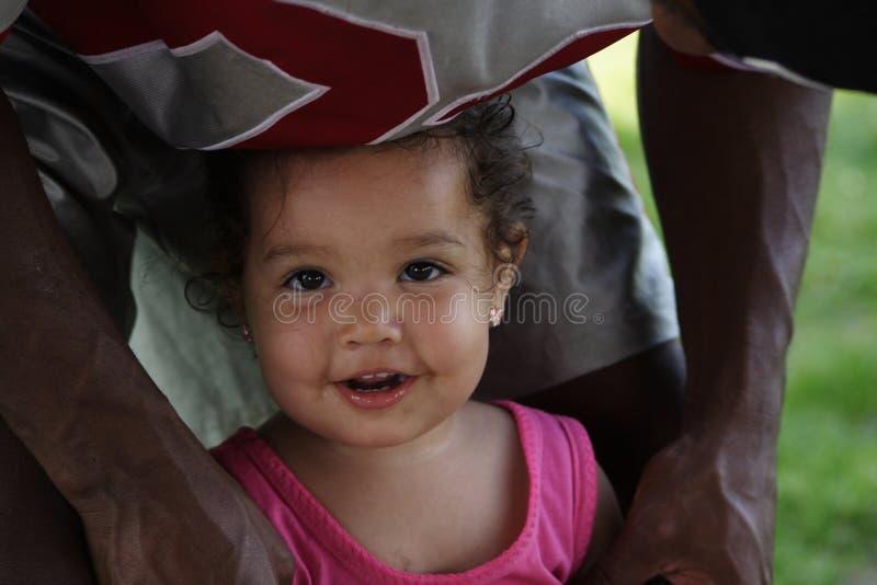 Bebê e seu paizinho imagens de stock