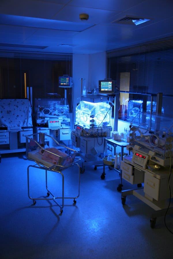 Bebê em um hospital fotos de stock royalty free