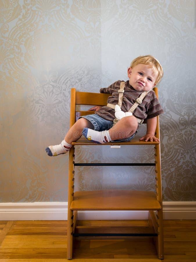 Bebê furado no highchair fotografia de stock