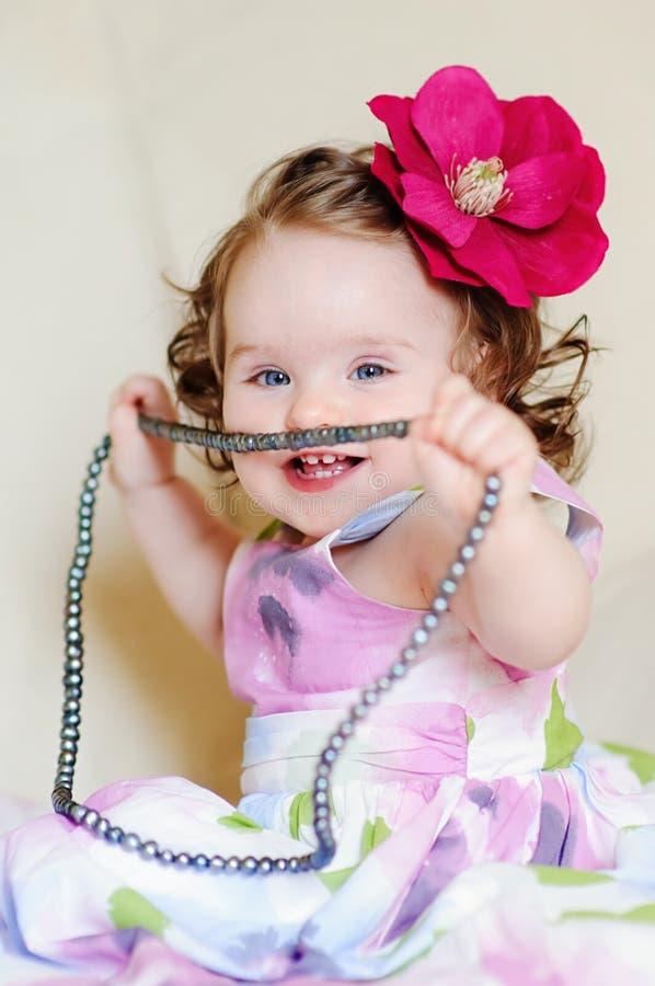 Bebê-menina-colares imagem de stock royalty free